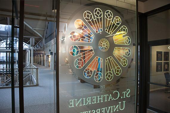 grafiche meccaniche - studio grafico a roma Grafiche Meccaniche - Studio Grafico A Roma Scritte e decorazioni su vetrina 01 roma