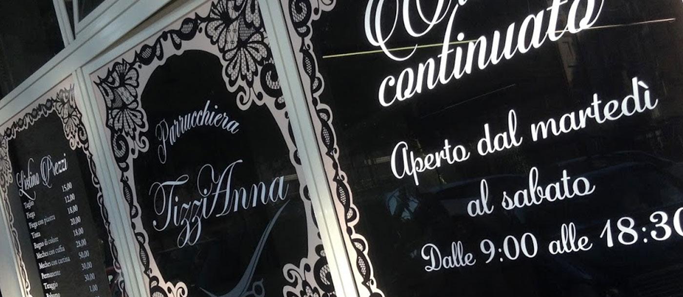 Stampa Adesivi e Scritte Prespaziate per vetrina Stampa Adesivi e Scritte Prespaziate per vetrina grafica pubblicitaria a roma Scritte su vetrina 04
